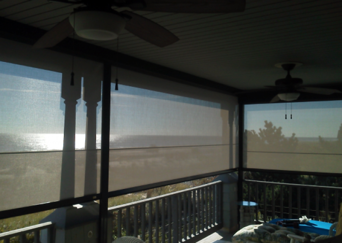 Retractable solar screens feature picture